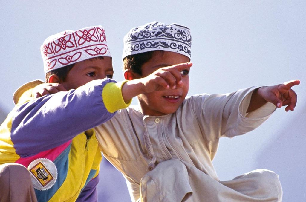 Kinder_Oman