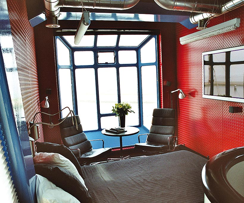wenn die wohnung auf dem wasser schwimmt k s magazin. Black Bedroom Furniture Sets. Home Design Ideas