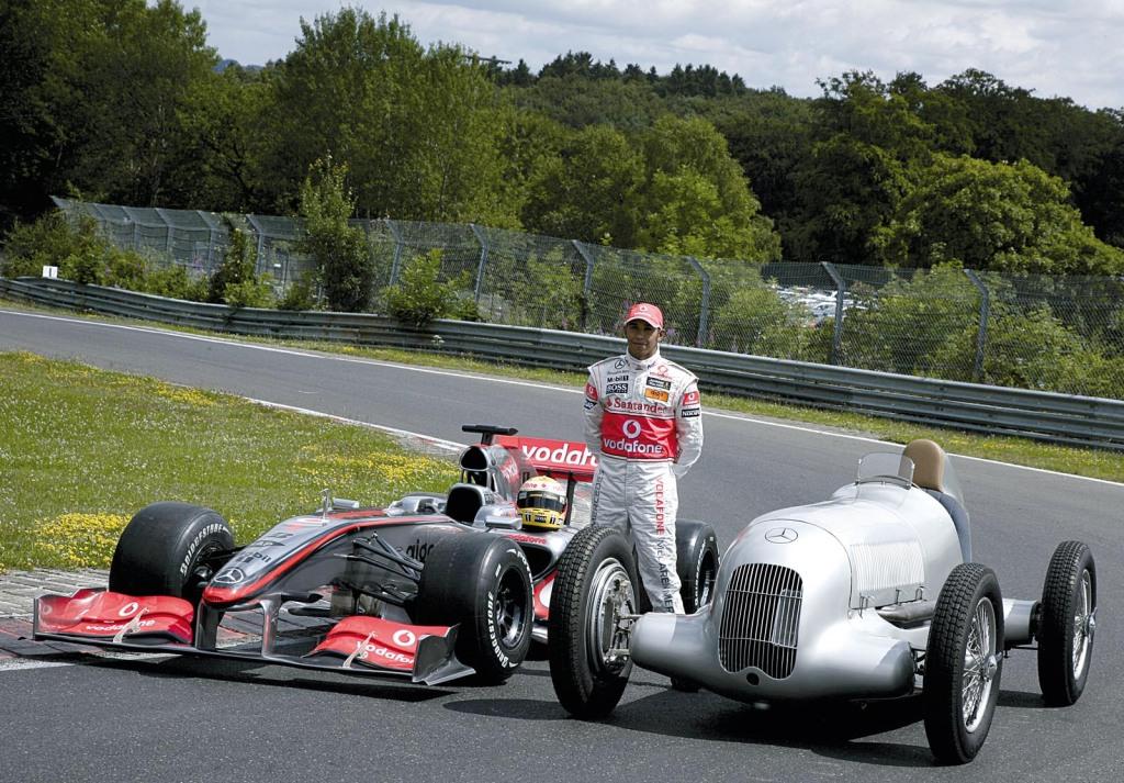 Lewis Hamilton im Silberpfeil
