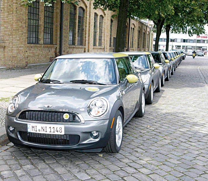 Elektroautos rollen in Berlin von BMW