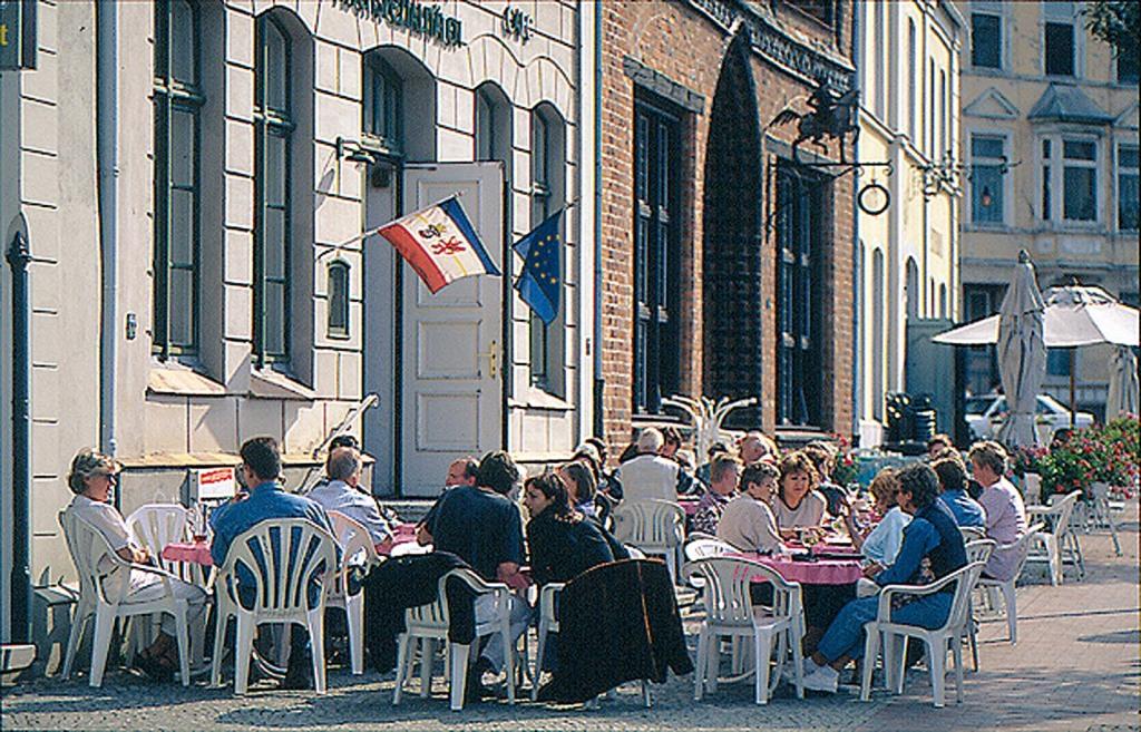 Das Straßencafe ?Seestern? in Wismar, Mecklenburgische Ostseeküste