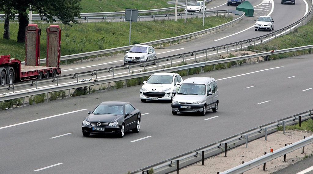 Foto 5 - Autos auf Strecke