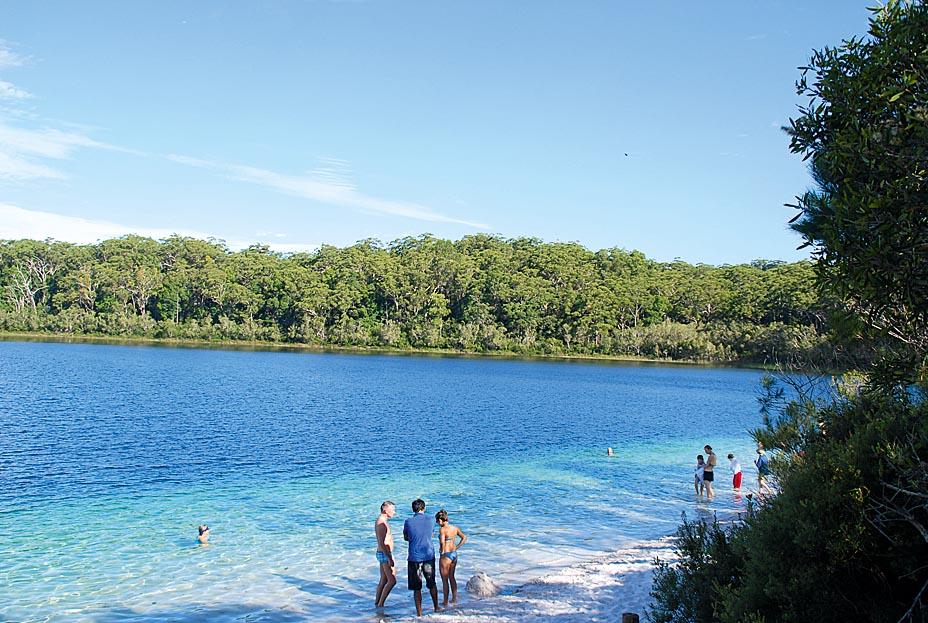 Lake-McKenzie-einer-der-zahlreichen-Suesswasserseen-der-Insel_rwgF089