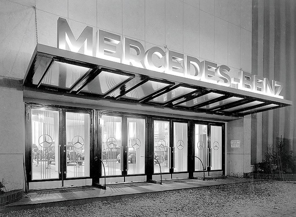 MB PR Foto IAA 1951 Halleneingangstüren