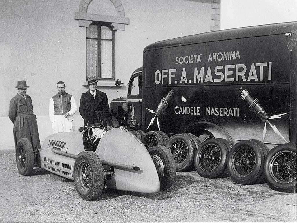 38_X_Maserati_Renntransporter_und_4CLT_48
