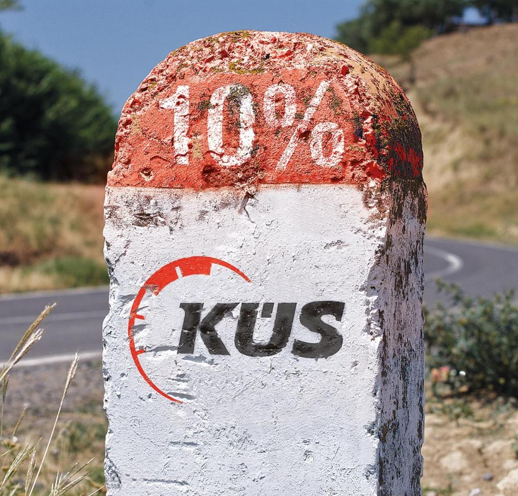 milestone, 1 Km to Parches, Tulcea, closeup