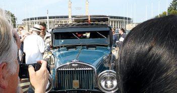 Gedränge am Berliner Olympiaplatz: Viele Gäste wollten schnell noch ein Foto von Heidi schießen.