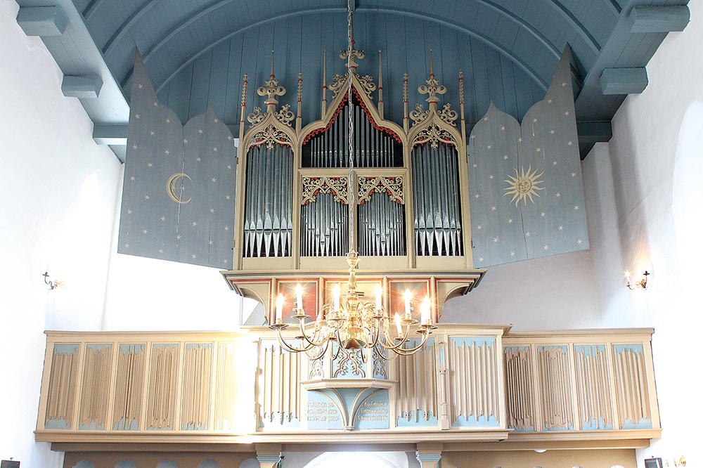 RYSUM.In einer Groninger Werkstatt gebaut, mit Rindern bezahlt-Orgel in Rysum von 1457.Foto.B.Meier.2.2015