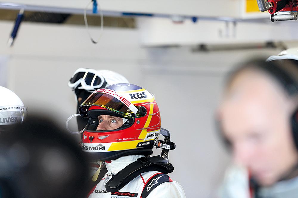 Timo Bernhard hoch konzentriert in der Sportwagen-Weltmisterschaft.