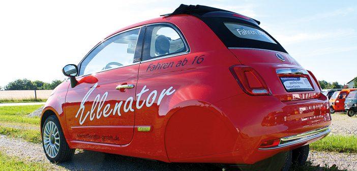 Ein Fiat 500 auf offiziell drei Rädern